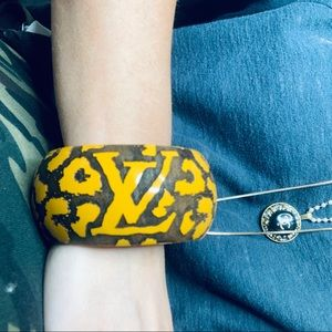 Louis Vuitton Wide Cheetah Bangle Size Small